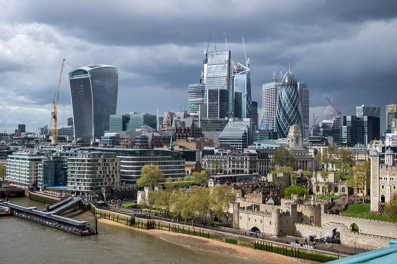 A large scale of £1.5bn to be spent on London infrastructure to boost the contractors