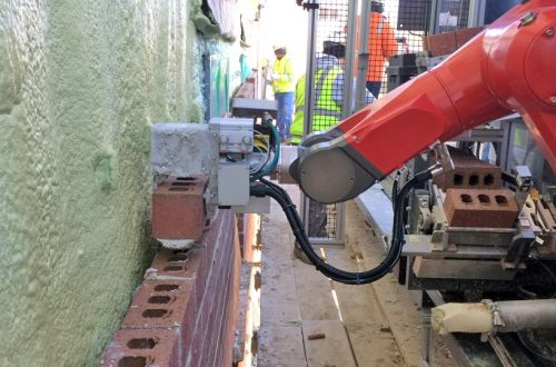 Robot bricklayer machine implemented in house construction for the first time